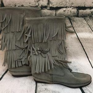EUC Minnetonka gray fringe boots